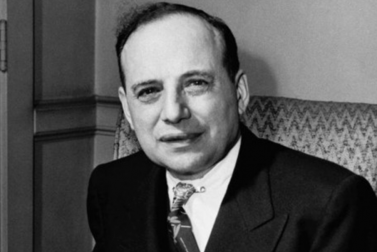 Benjamin Graham's Seven Criteria for Picking Value Stocks